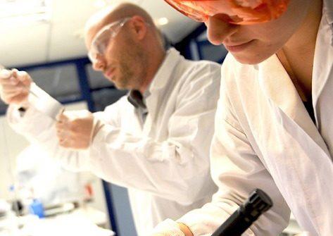 Techniciens de laboratoire à Genopole